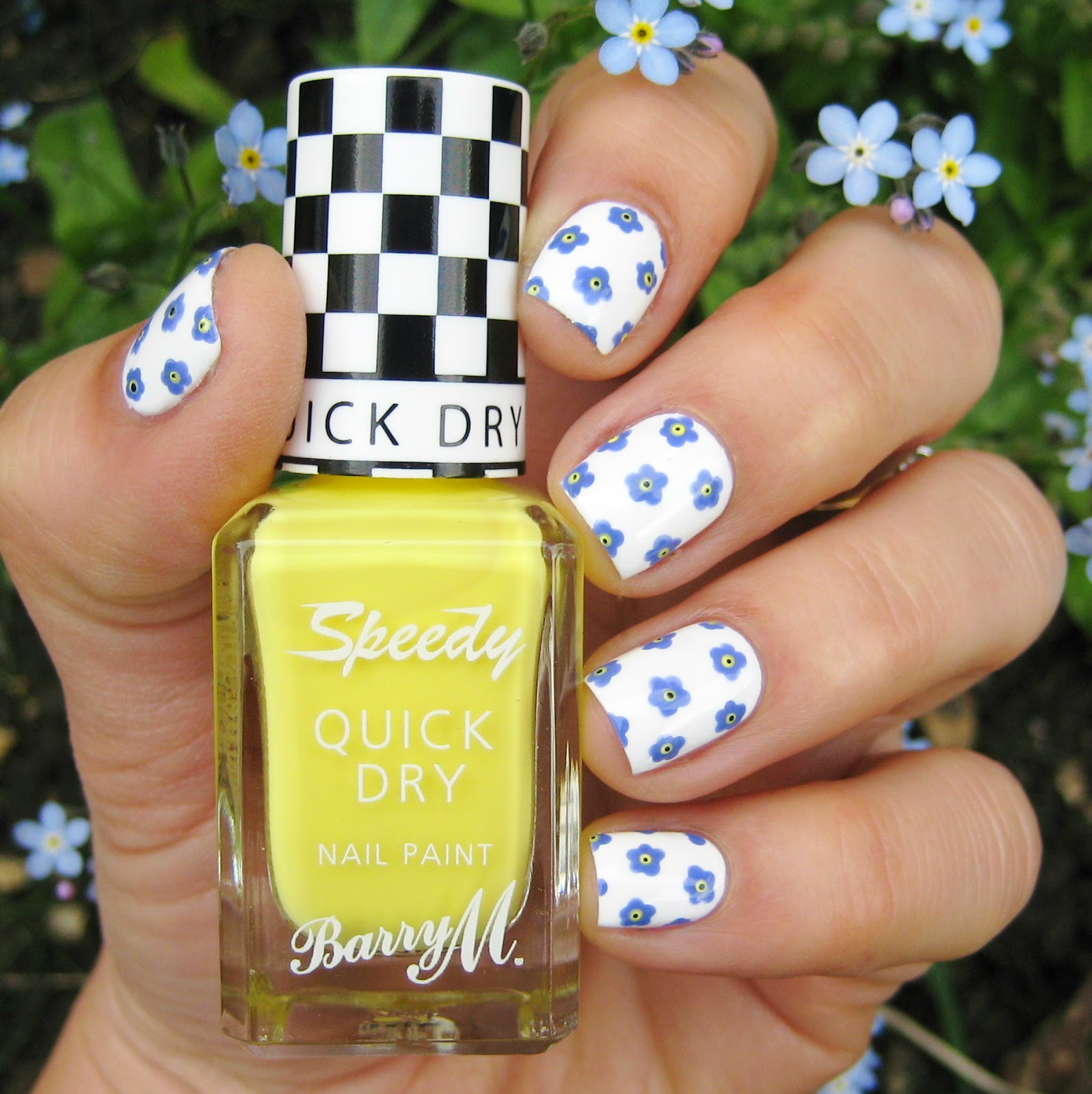 Dahlia Nails: Forget Me Not