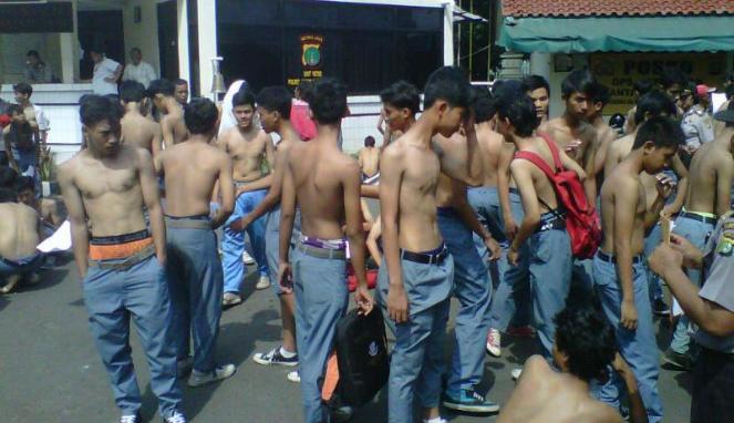 Pelajar SMA Mesum di Warnet Ditangkap Satpol PP