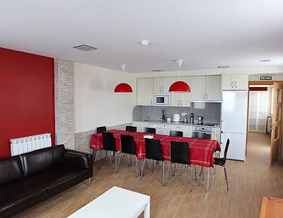 Salón - cocina del albergue de peregrinos de Villamayor de Monjardín.