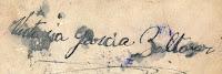 Abuelohara-la-firma-de-Victoria_esperando_que_los_muertos_me_puedan_oir2