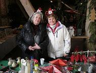 Tina & Petra auf dem Weihnachtsmarkt im Dezember 2010