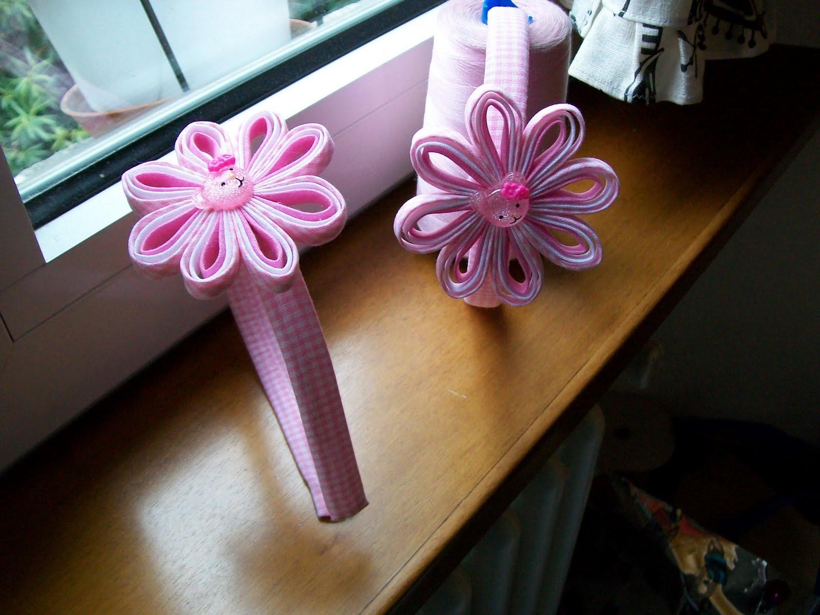 creazioni con stoffa cerchetti decorato con nastri in