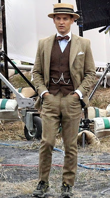 Attore Tobey Maguire nei panni di Nick Carraway nel film The Great Gastby.