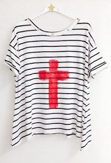Camiseta con cruz de La Chispa Adecuada
