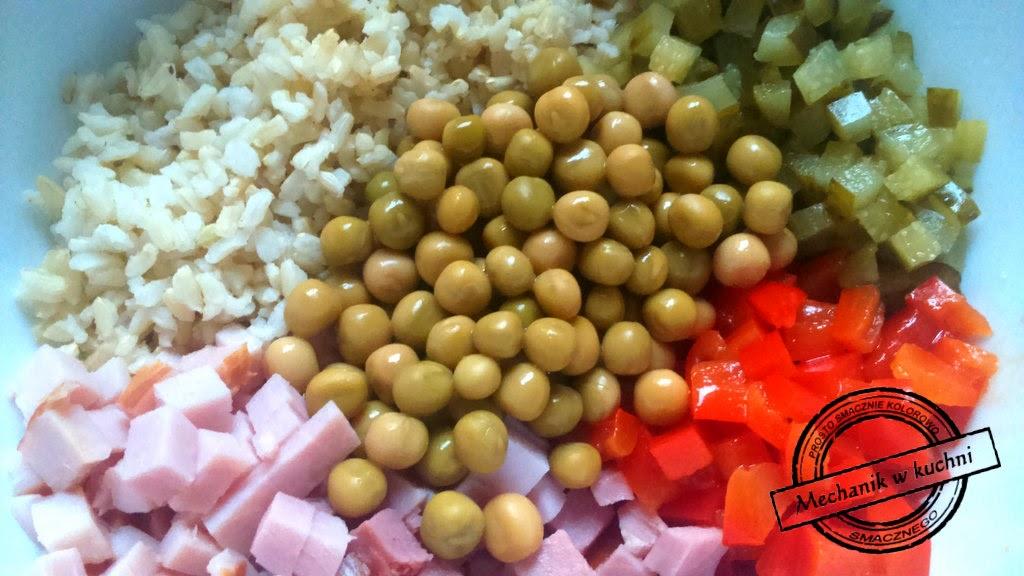 Sałatka ryż brązowy papryka ogórek szynka przepis szybką sałatkę mechanik w kuchni