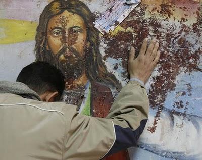 """Σοκ και φρίκη στην Λέσβο! """"Κακόμοιροι"""" λαθρομετανάστες πασάλειψαν με κόπρανα τις Εικόνες μιας Εκκλησίας!"""