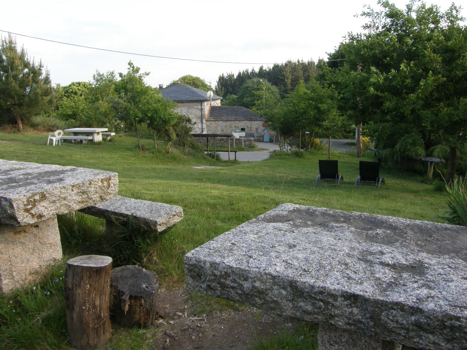 Albergue en ferreiros casa cruceiro camino de santiago - Mesas de piedra para exterior ...