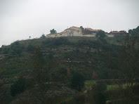 La masia de Saladich a l'altra banda de la riera de Sant Joan