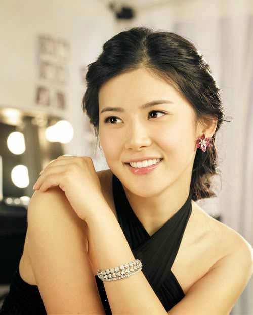 Lee Bo Young photo