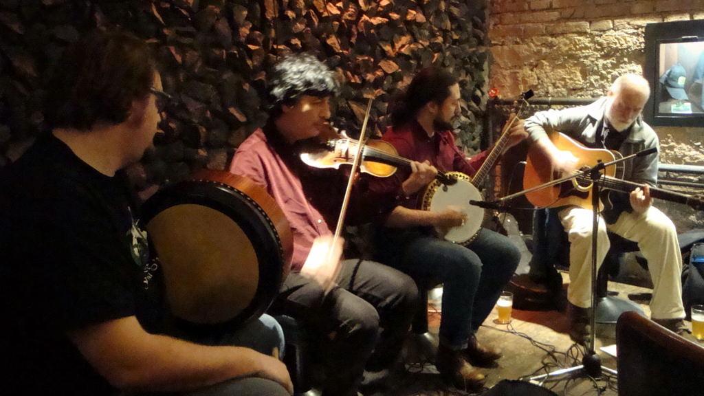 Casa de plinio carlo ferro trio red pack live for Casa tradizionale islandese