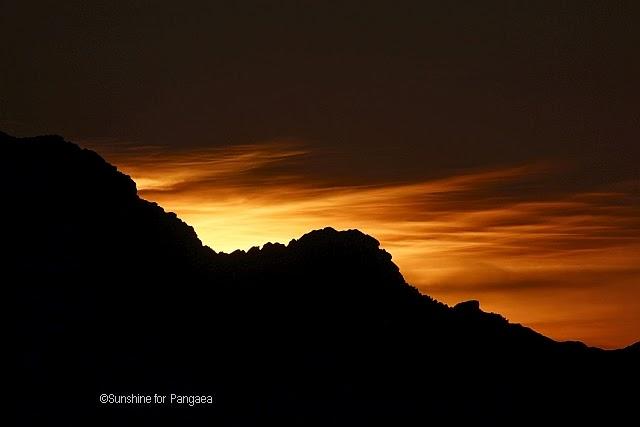 leuchtende Nachtwolken in den österreichischen Alpen