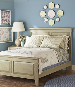 Soft beige wall plus the decorative stickers equals light in the room