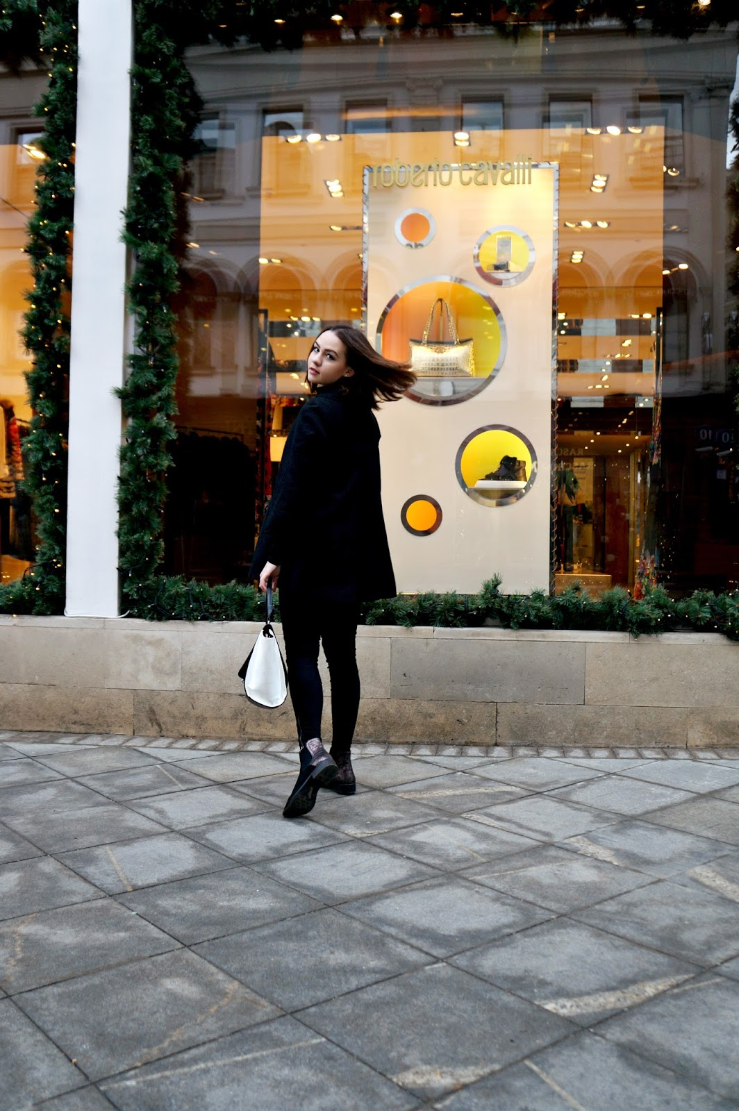 Alina Ermilova | Holiday Outfit | Deichmann boots