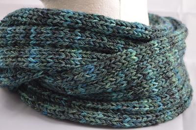 knit cowl https://www.etsy.com/shop/JeannieGrayKnits