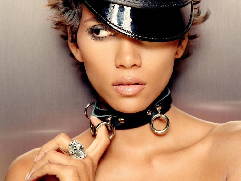 http://3.bp.blogspot.com/-ASiQcGcGPMU/Thp-2kTtunI/AAAAAAAABAM/gZzWmvzyEQk/s1600/halle-berry-sexy_1024x768_58147.jpg