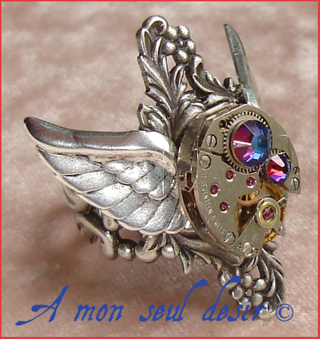 Bague Steampunk victorienne mouvement de montre mécanique mécanisme ailes strass Swarovski watch clockwork wing ring