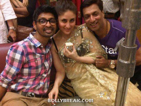 Kareena Kapoor in Saree on the sets of Heroine movie - (8) - Kareena Kapoor Madhur Bhandarkar Heroine Movie On the Set Pics