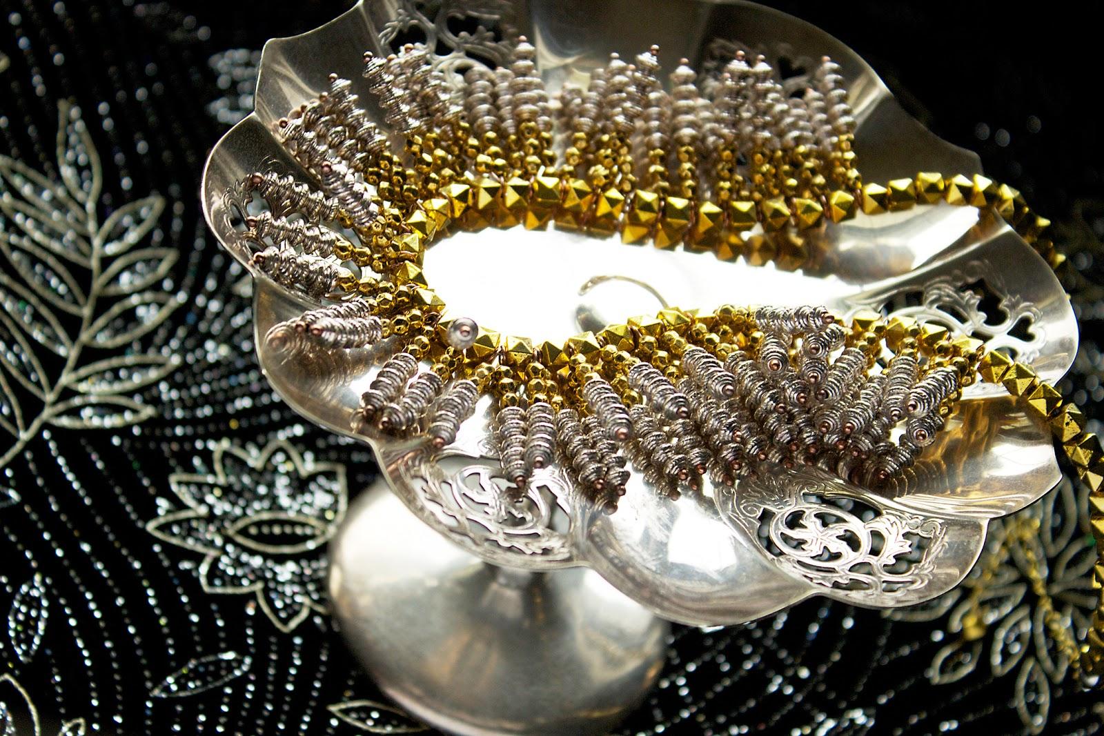 beaded metallic statement necklace tutorial