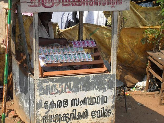 торговец лотерейными билетами в Индии
