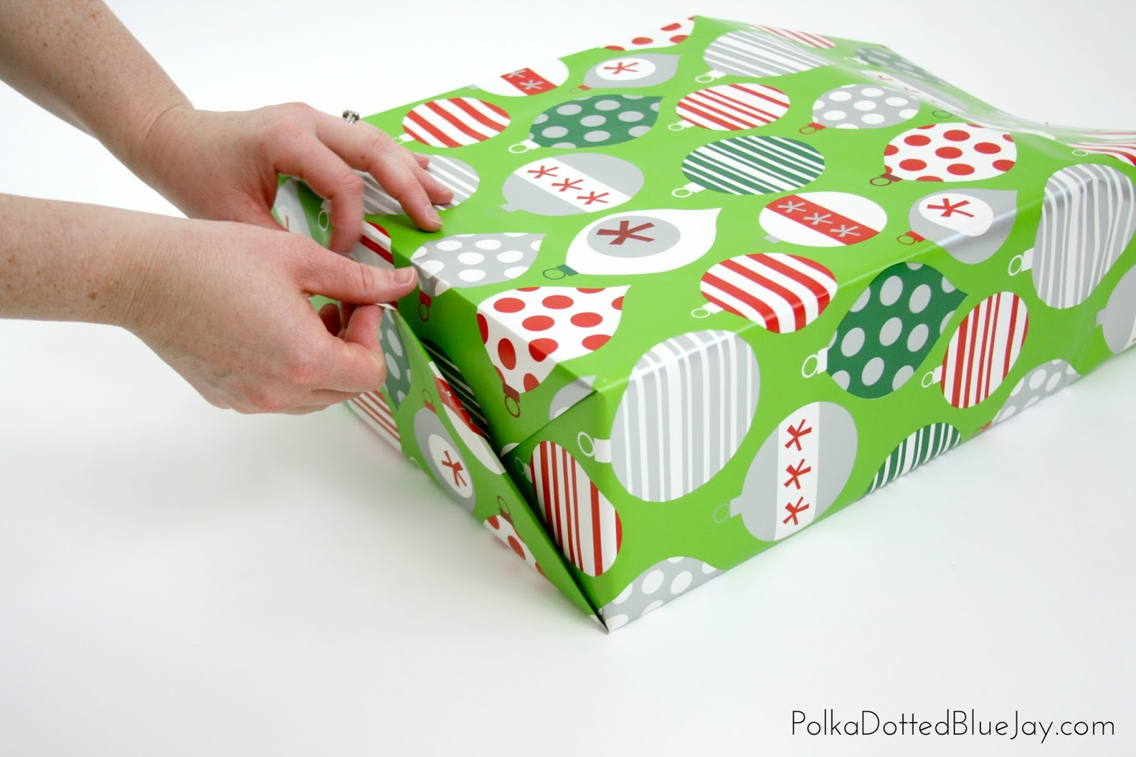 an easy and quick tutorial on how to wrap beautiful christmas presents click through to