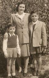 פרידה בארץ עם שני האחיינים הבנים של ויקטוריה 1946