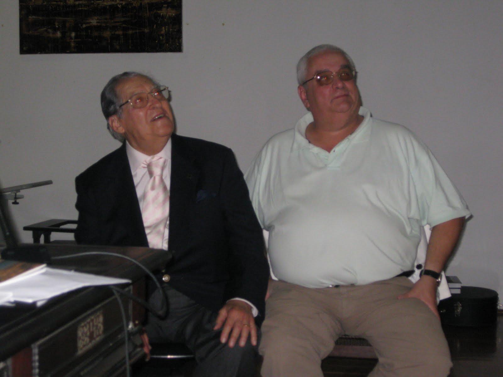 O Dr Augusto Camacho Vieira E Assistencia Tiveram Oportunidade De Ver Um Dvd Com Algumas Imagens E Cancoes Que O Seu Sobrinho