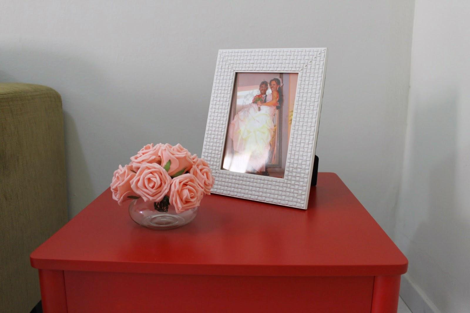 Mesa de canto vermelha