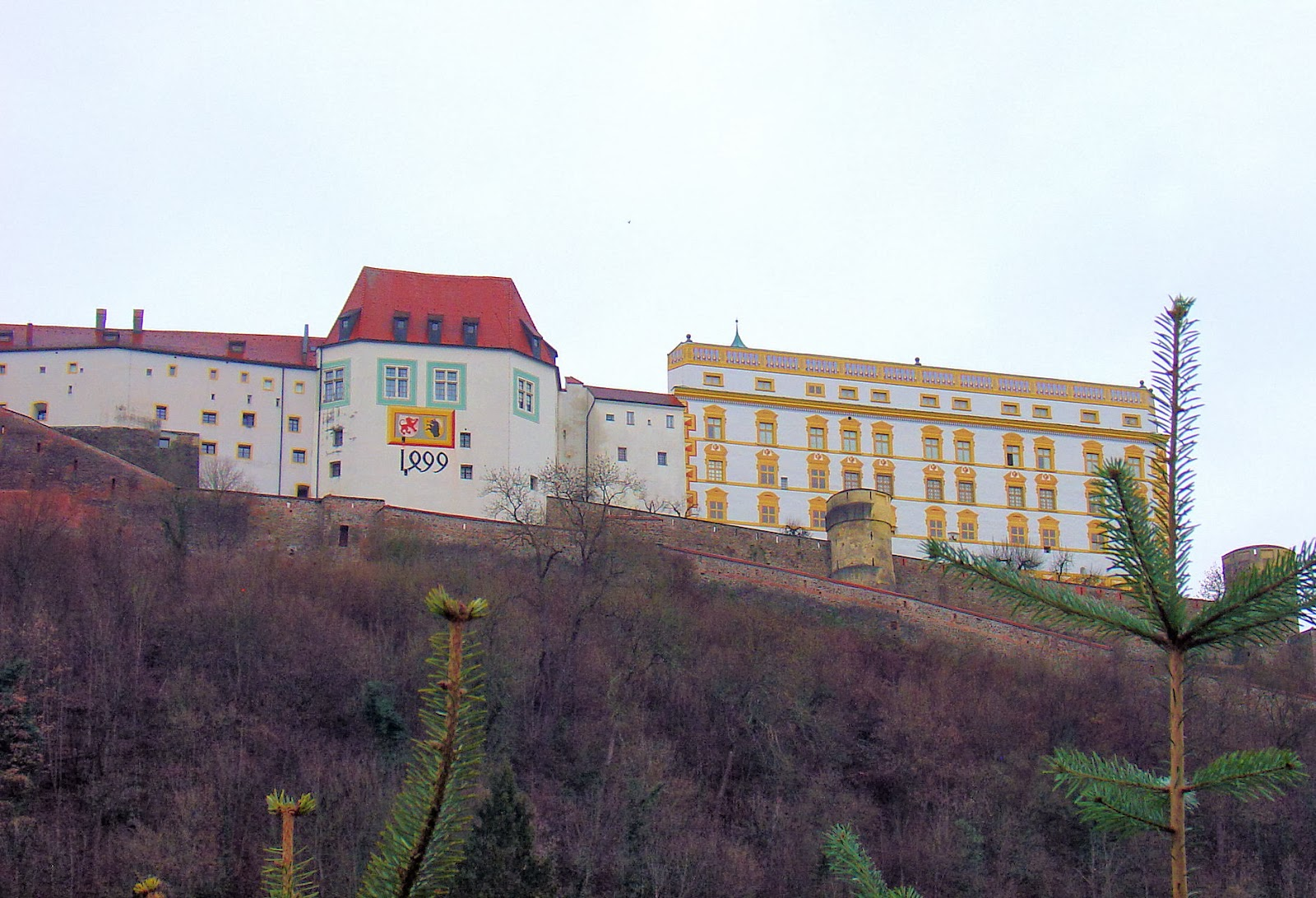 The 13th-century Veste Oberhaus atop the hill on the opposite side of Danube. Look carefully at the year painted on its facade—the second digit is actually a '4' marking the completion of this part of the fortress in 1499.