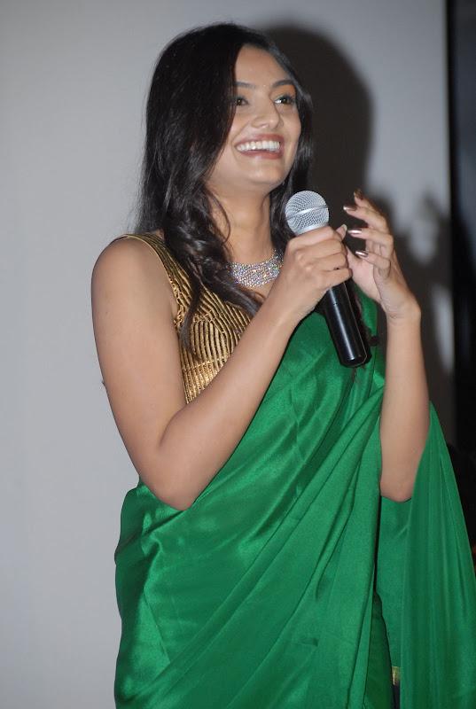 Nikitha Narayana Latest Beautiful Stills Photos navel show