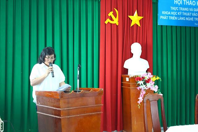 Cô Mai Thị Hoàng Loan - Chủ cơ sở làng nghề Bánh Tét Ba Loan phát biểu tại Hội thảo
