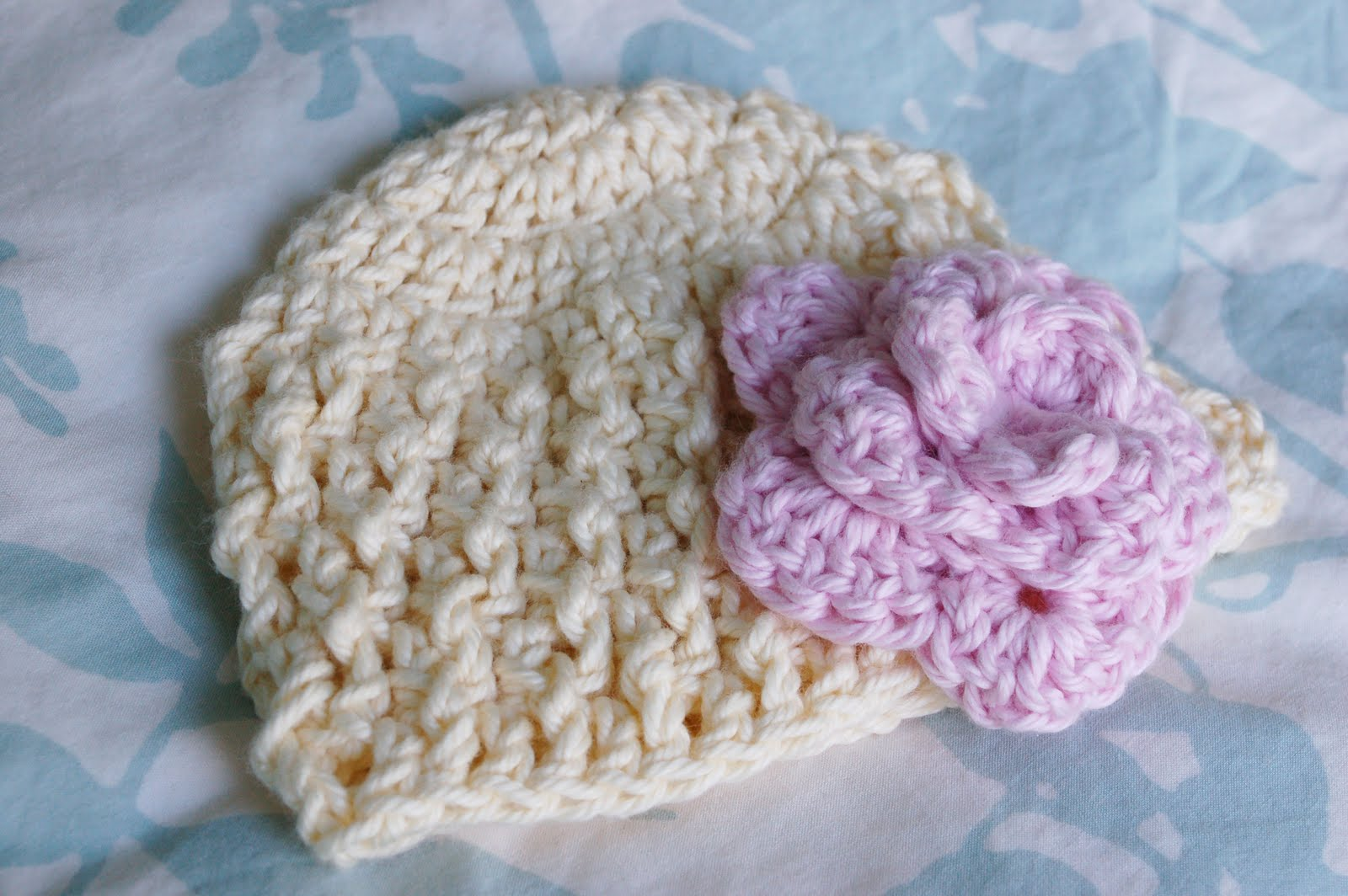 Alli Crafts: Free Pattern: Deeply Textured Hat - Newborn