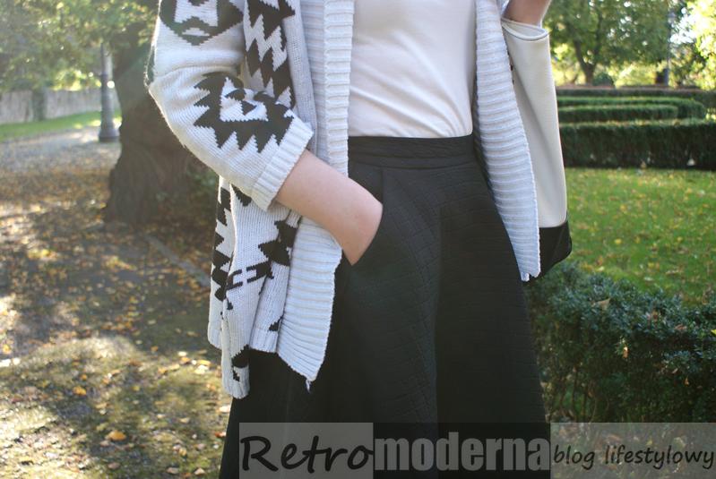 biało czarny sweter azteckie wzory