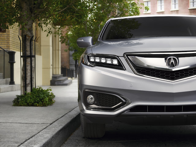 Partial front view of 2016 Acura RDX Advance