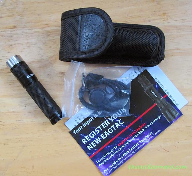 Eagletac D25A Mini 1xAA Flashlight: Unboxed