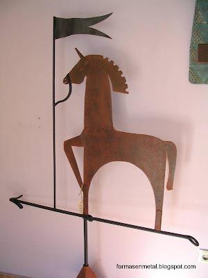 Veleta con versión moderna de figura tradicional