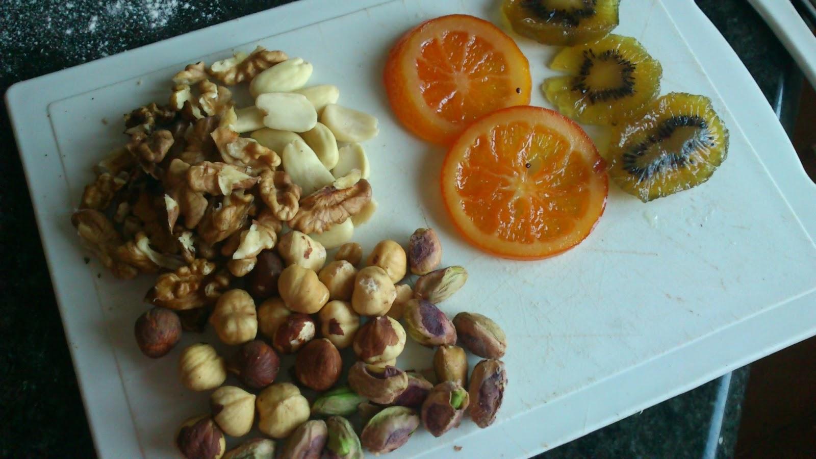 Corazones jugosos con frutas y frutos secos