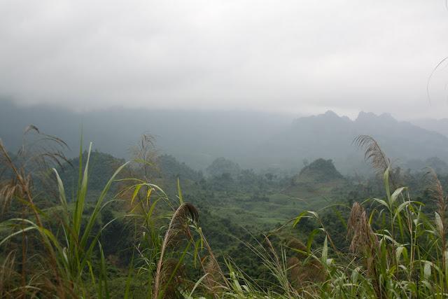 Paisaje jurásico 10km antes de Lai Chau.
