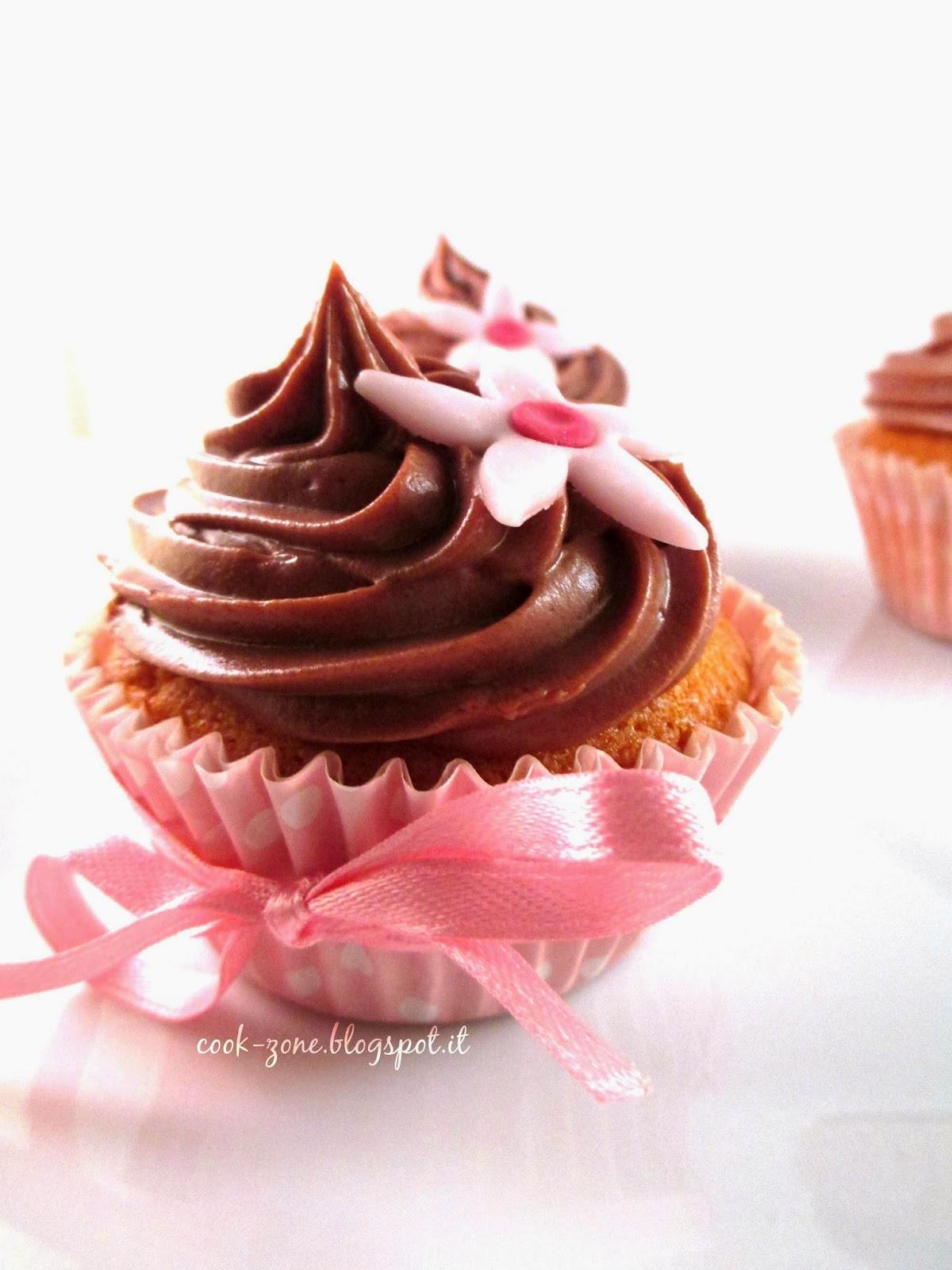 vanilla cupcakes con ganache al cioccolato