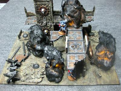 Ruinas imperiales incendiadas con la luz encendida