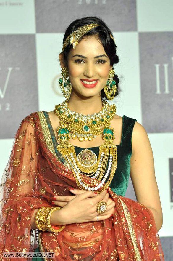Sonal+Chauhan+-+BollywoodGo+(5)