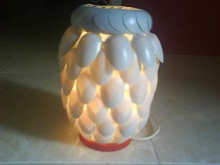 Cara membuat lampu hias gantung dari botol plastik bekas permen