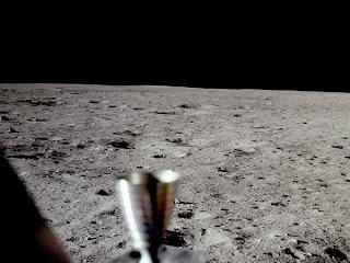 Permukaan Bulan Tanpa Bintang