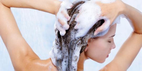 waspadai 5 bahan kimia berbahaya dalam sampo Waspadai 5 Bahan Kimia Berbahaya di Dalam Sampo