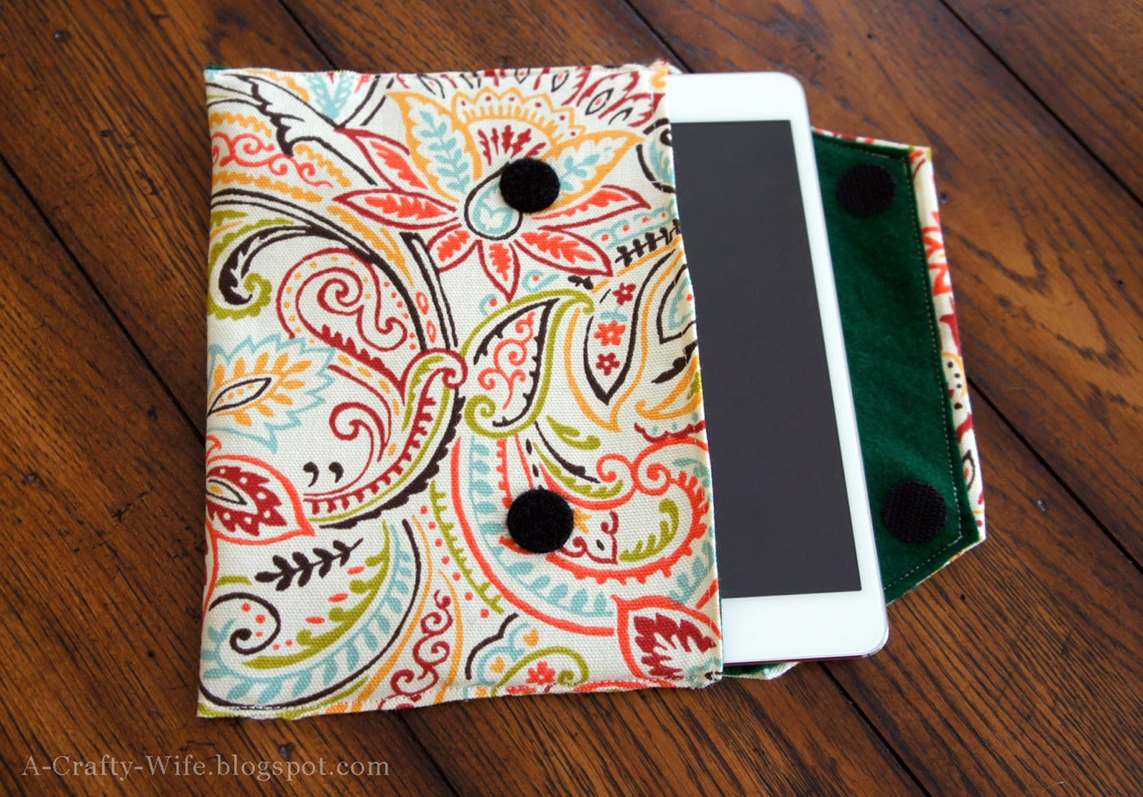 DIY iPad fabric case | A Crafty Wife
