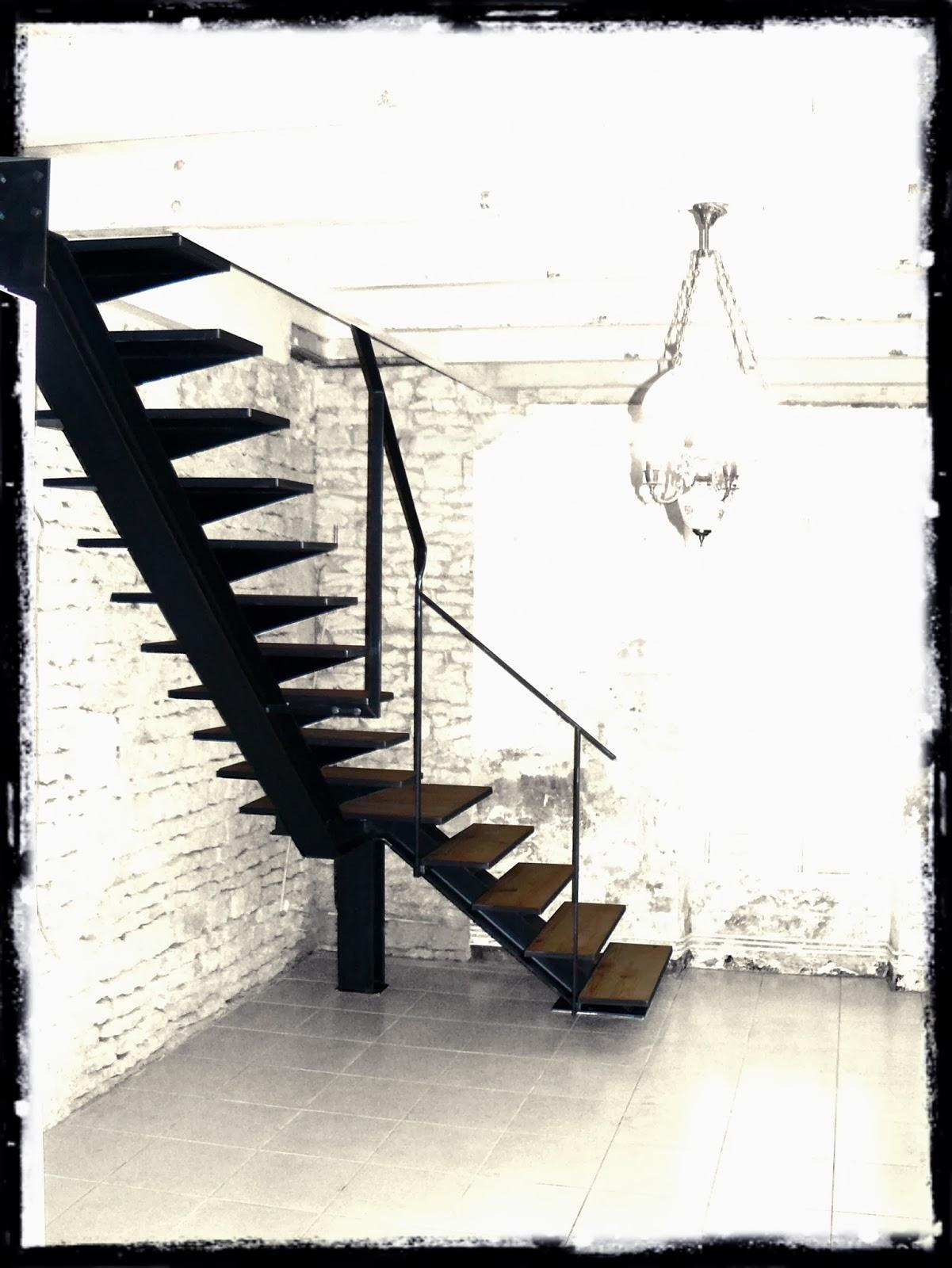 Ferronnerie m tallerie serrurerie 79 deux s vres l 39 art du fer play escalier 1 4 tournant en - Escalier 1 4 tournant ...