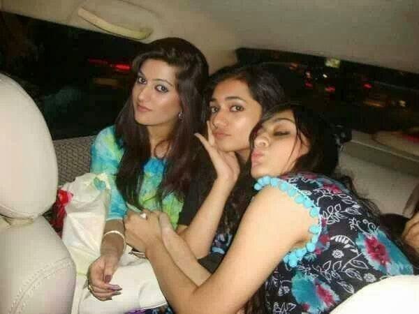 Desi Girls Threesome In Car