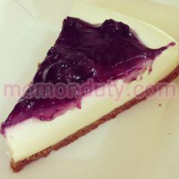 Blueberry Cheesecake from The Daily Beans