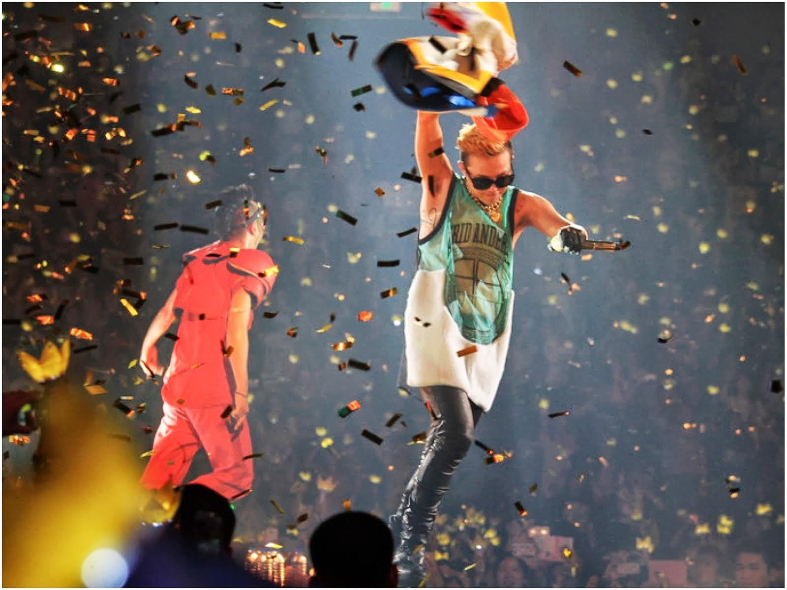 00O00 Menswear Blog: G-Dragon from Big Bang in Astrid Andersen - World Tour 2013 Shanghai Concert May 2013