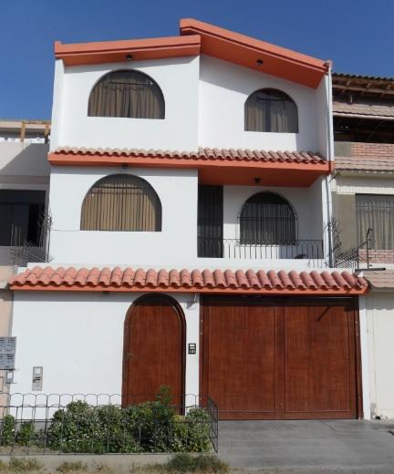 Fachadas y casas fachadas de casas de 3 pisos for Casa de una planta sencilla