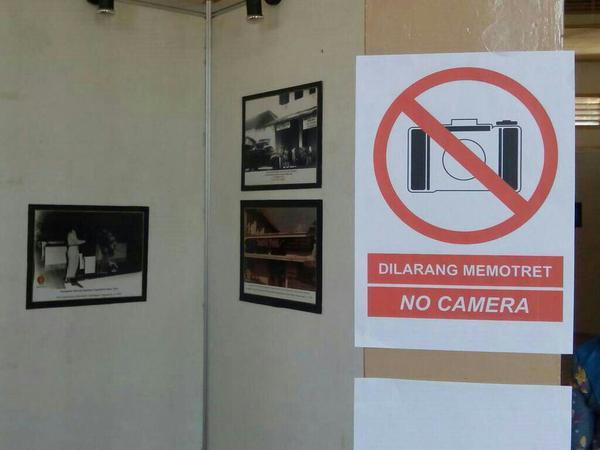 Dilarang memotret gambar di museum